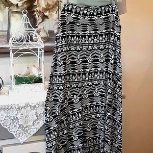 Geometric Black/White Maxi Skirt  Sz XL